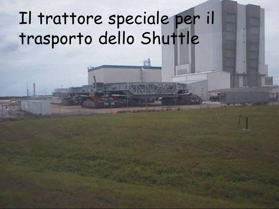 Il trattore speciale per il trasporto dello Shuttle