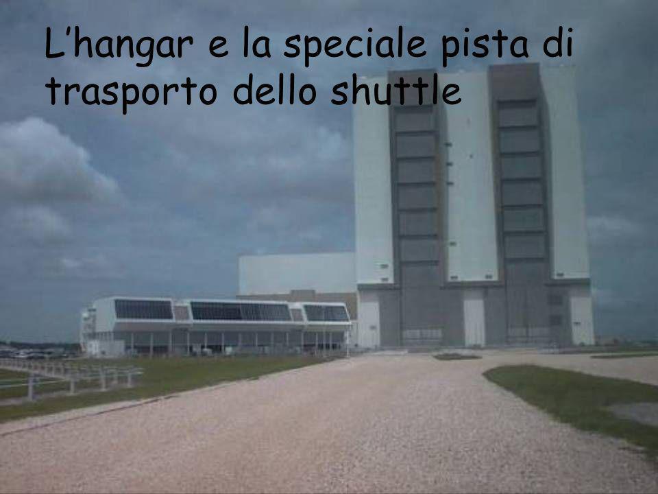 Lhangar e la speciale pista di trasporto dello shuttle