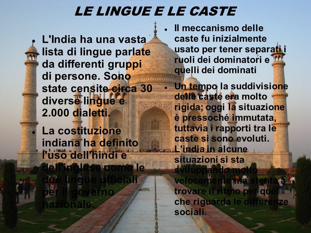 LE LINGUE E LE CASTE L'India ha una vasta lista di lingue parlate da differenti gruppi di persone. Sono state censite circa 30 diverse lingue e 2.000