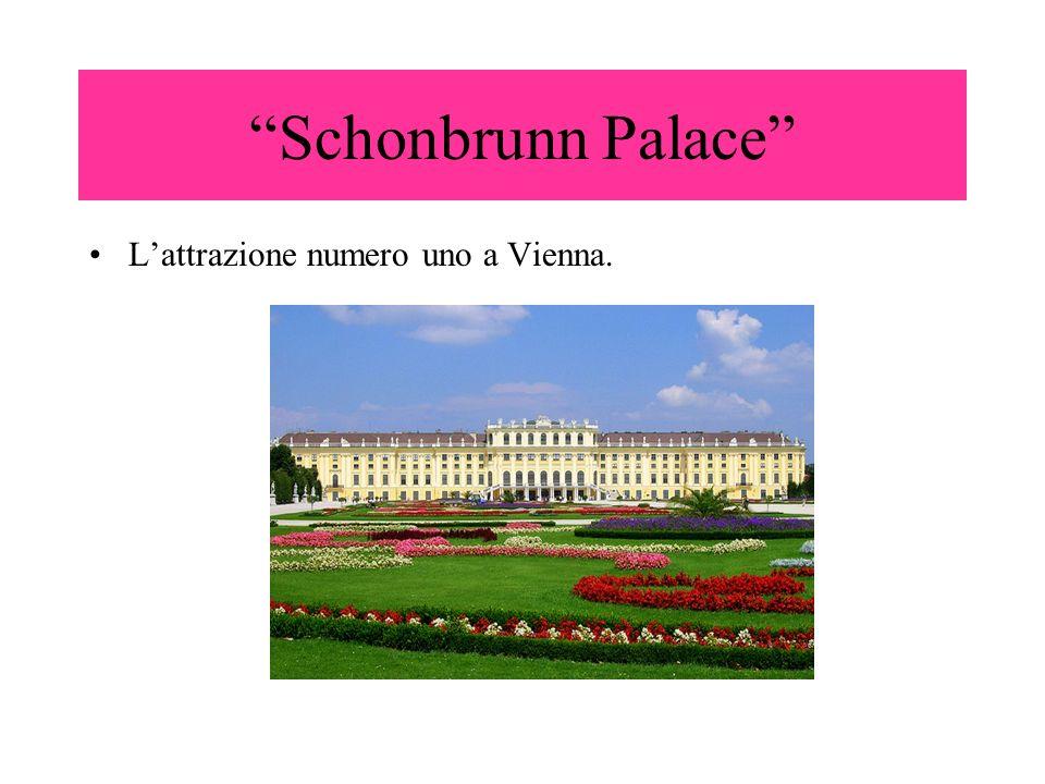 Il palazzo fu reso celebre dal film di Sissi,oggi è una delle più importanti e meravigliose attrazioni di Vienna e dal 1966 è stato dichiarato patrimonio nazionale dallunesco.