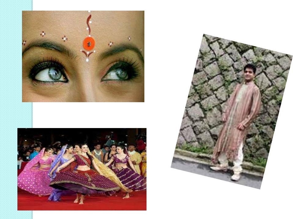 il capo femminile più diffuso é il sari, una fascia di tessuto che termina con il pallu, il lembo decorato.