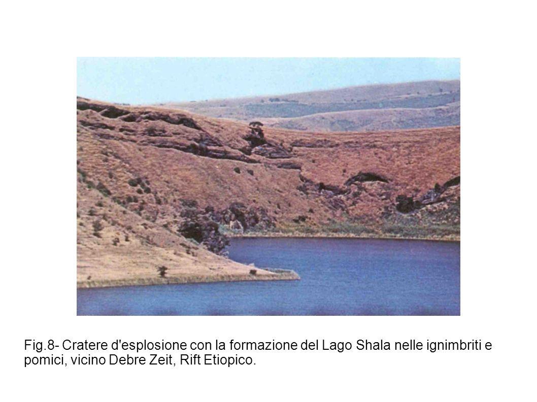 Fig.8- Cratere d'esplosione con la formazione del Lago Shala nelle ignimbriti e pomici, vicino Debre Zeit, Rift Etiopico.