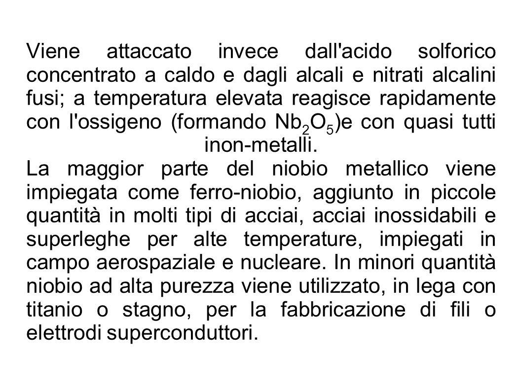 Viene attaccato invece dall'acido solforico concentrato a caldo e dagli alcali e nitrati alcalini fusi; a temperatura elevata reagisce rapidamente con