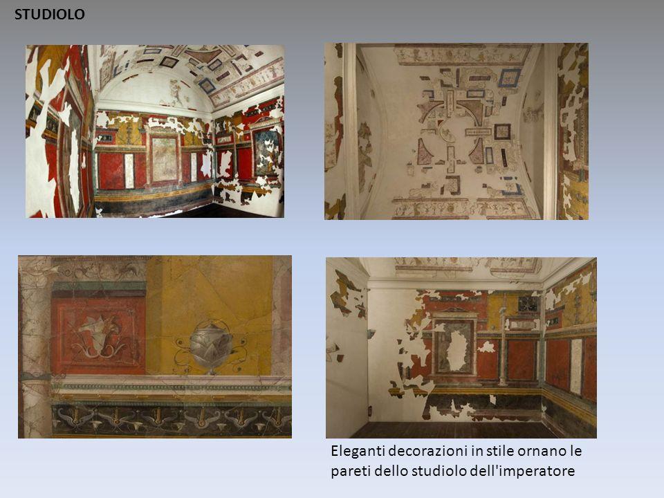 Eleganti decorazioni in stile ornano le pareti dello studiolo dell'imperatore STUDIOLO
