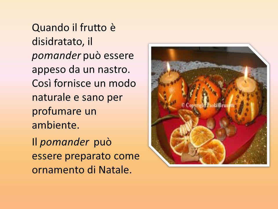 Quando il frutto è disidratato, il pomander può essere appeso da un nastro. Così fornisce un modo naturale e sano per profumare un ambiente. Il pomand