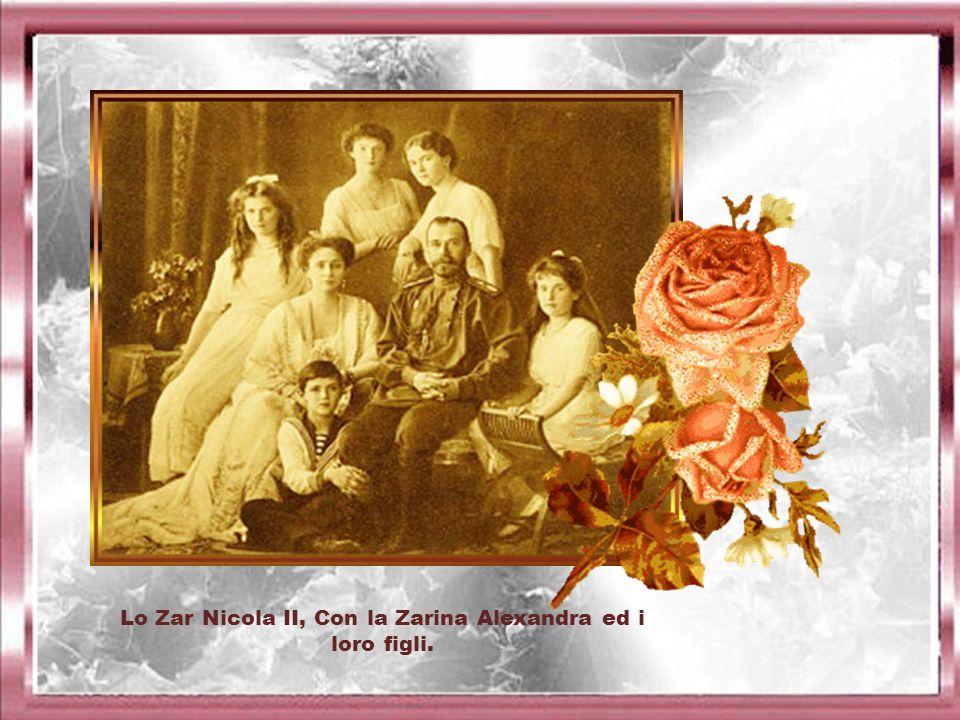 Lo Zar Nicola II, Con la Zarina Alexandra ed i loro figli.