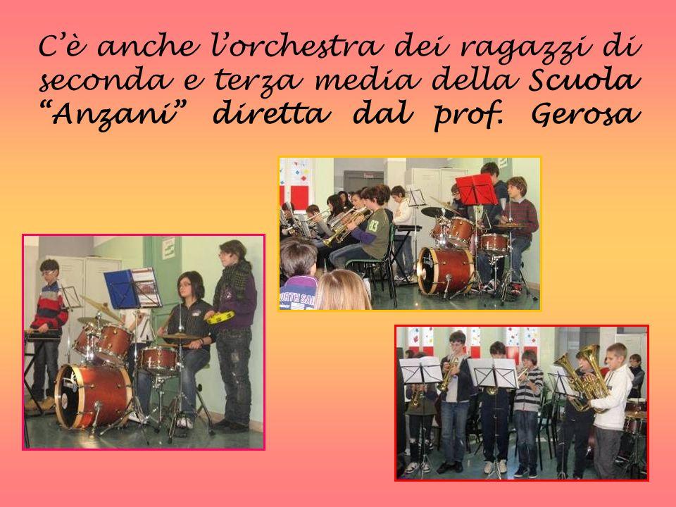 Cè anche lorchestra dei ragazzi di seconda e terza media della Scuola Anzani diretta dal prof. Gerosa