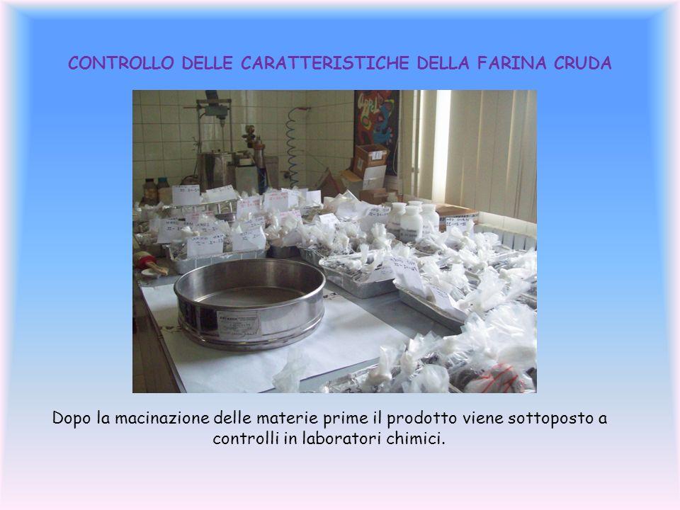 CONTROLLO DELLE CARATTERISTICHE DELLA FARINA CRUDA Dopo la macinazione delle materie prime il prodotto viene sottoposto a controlli in laboratori chimici.