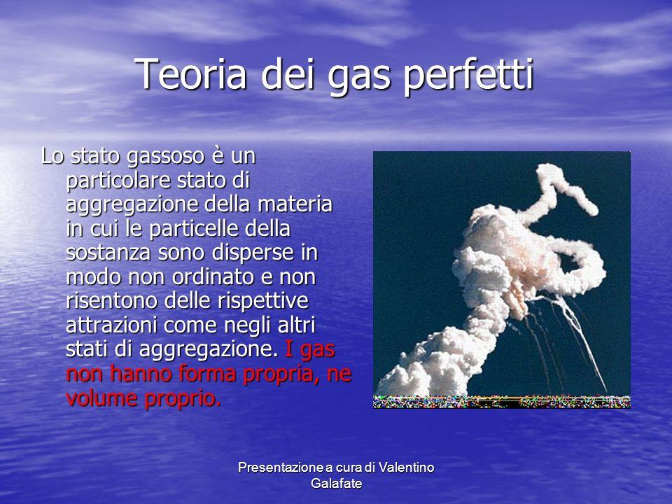 Presentazione a cura di Valentino Galafate Teoria dei gas perfetti Le proprietà di un gas ideale : - Le particelle del gas ideale non hanno dimensioni, e quindi sono prive di massa: le particelle del gas risultano così pure astrazioni geometriche.