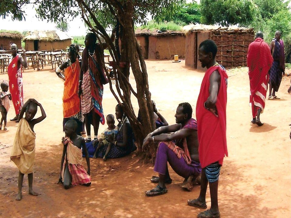 Lingue,religione e moneta La lingua ufficiale è lo swahili; tra gli indigeni sono diffusi il kikuyu, il luo e il kamba.La popolazione kenyana è per il 38% protestante, per il 28% cattolica e per il 6% musulmana; per il resto pratica culti tradizionali africani la moneta invece si chiama Scellino del Kenya
