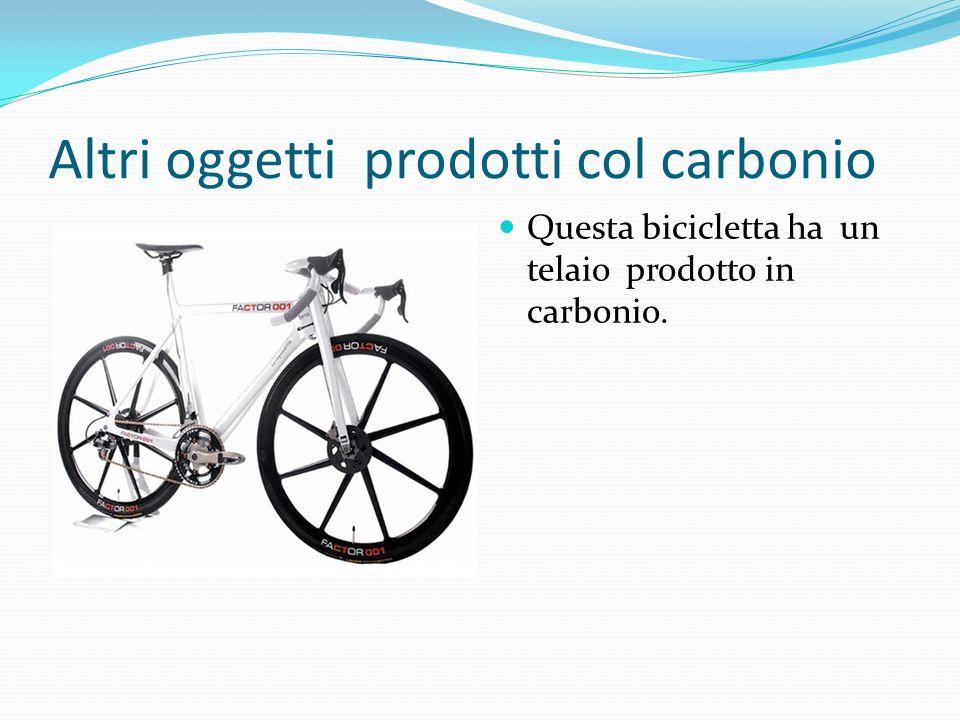 Altri oggetti prodotti col carbonio Questa bicicletta ha un telaio prodotto in carbonio.