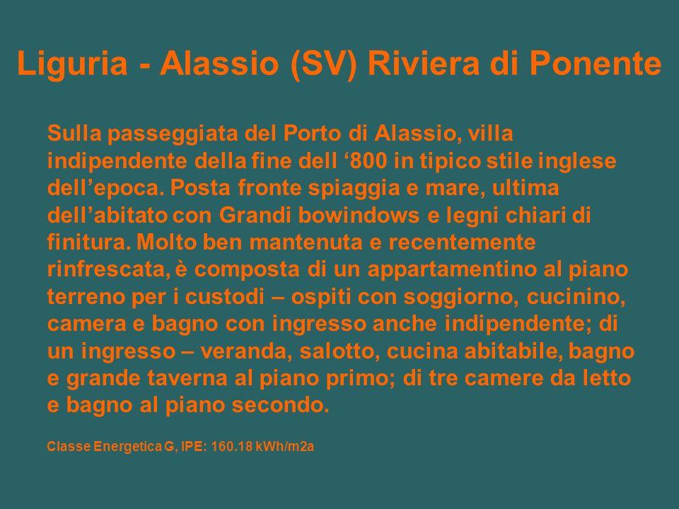 Liguria - Alassio (SV) Riviera di Ponente Sulla passeggiata del Porto di Alassio, villa indipendente della fine dell 800 in tipico stile inglese dellepoca.