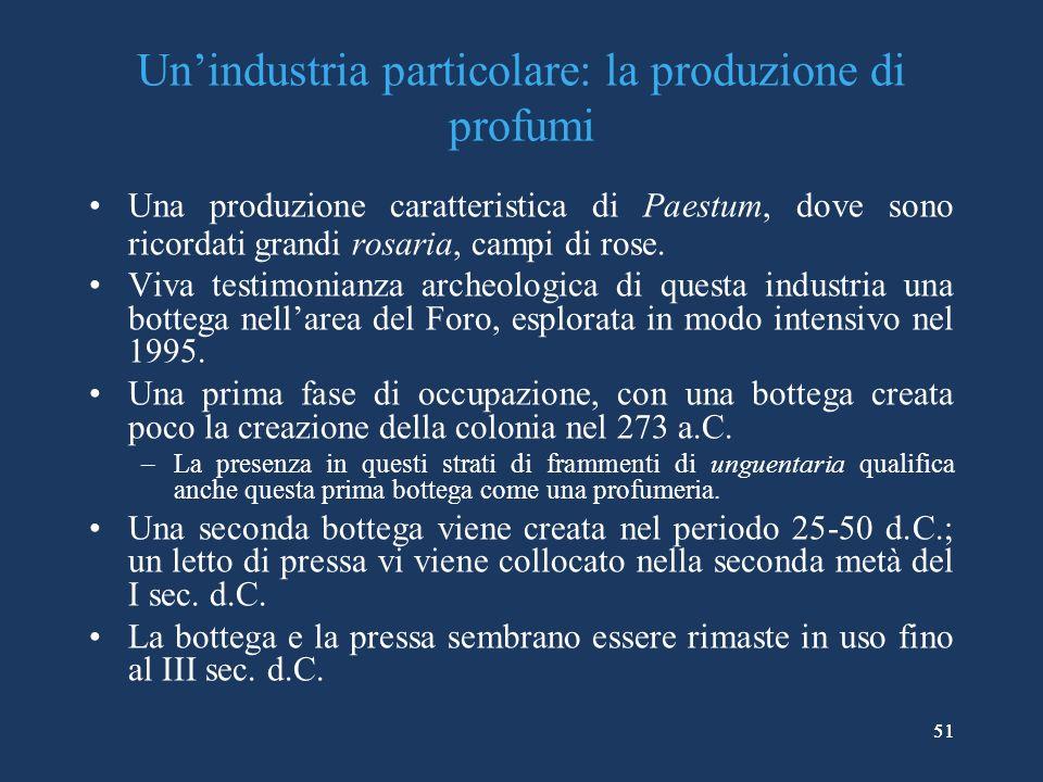 51 Unindustria particolare: la produzione di profumi Una produzione caratteristica di Paestum, dove sono ricordati grandi rosaria, campi di rose.