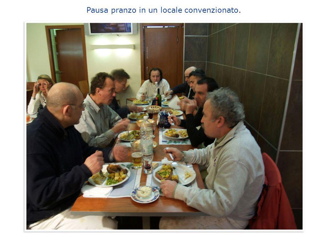 Pausa pranzo in un locale convenzionato.