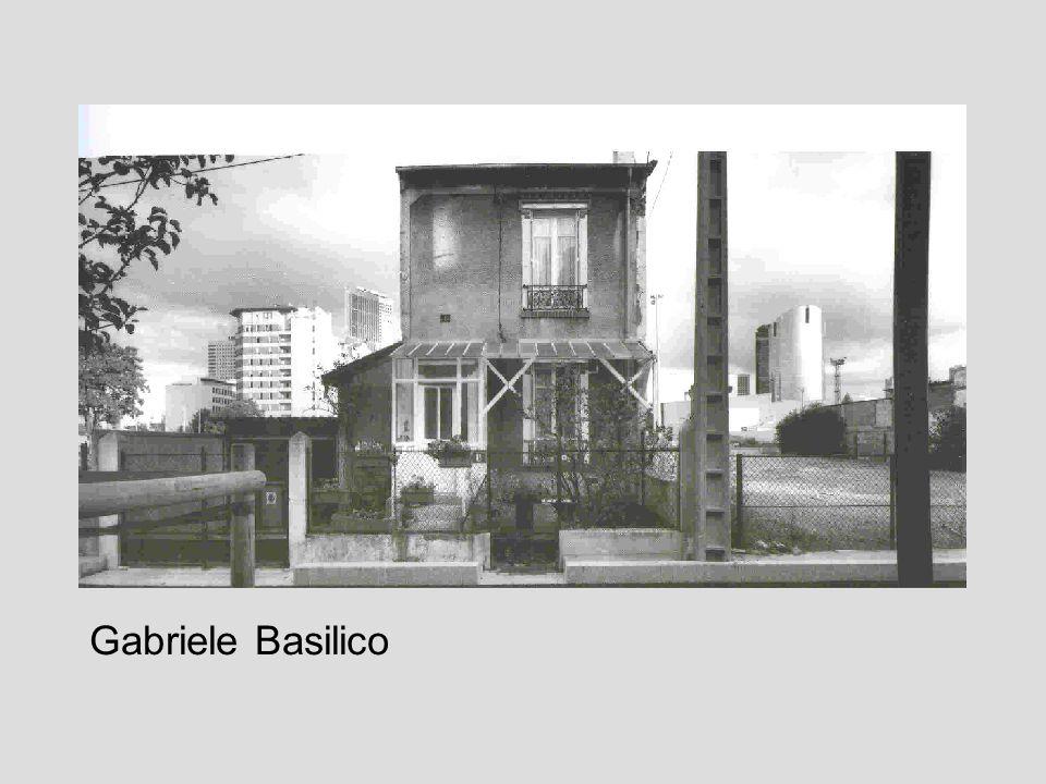 Se cè un fotografo che sa costantemente interpretare lo spazio architettonico con attenta consapevolezza critica, questi è Gabriele Basilico.
