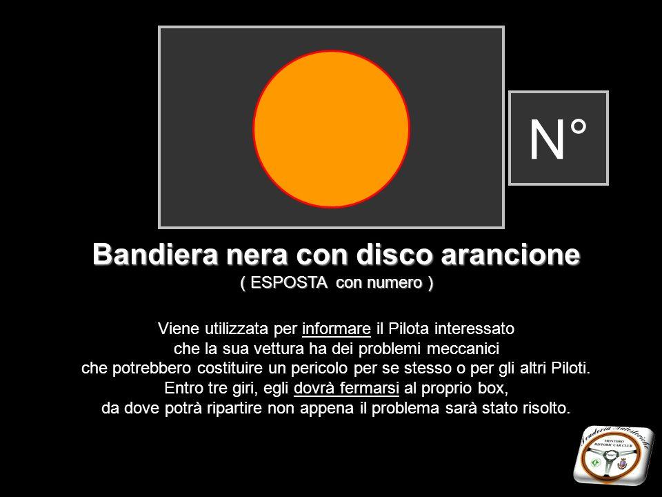 Bandiera nera con disco arancione ( ESPOSTA con numero ) Viene utilizzata per informare il Pilota interessato che la sua vettura ha dei problemi mecca