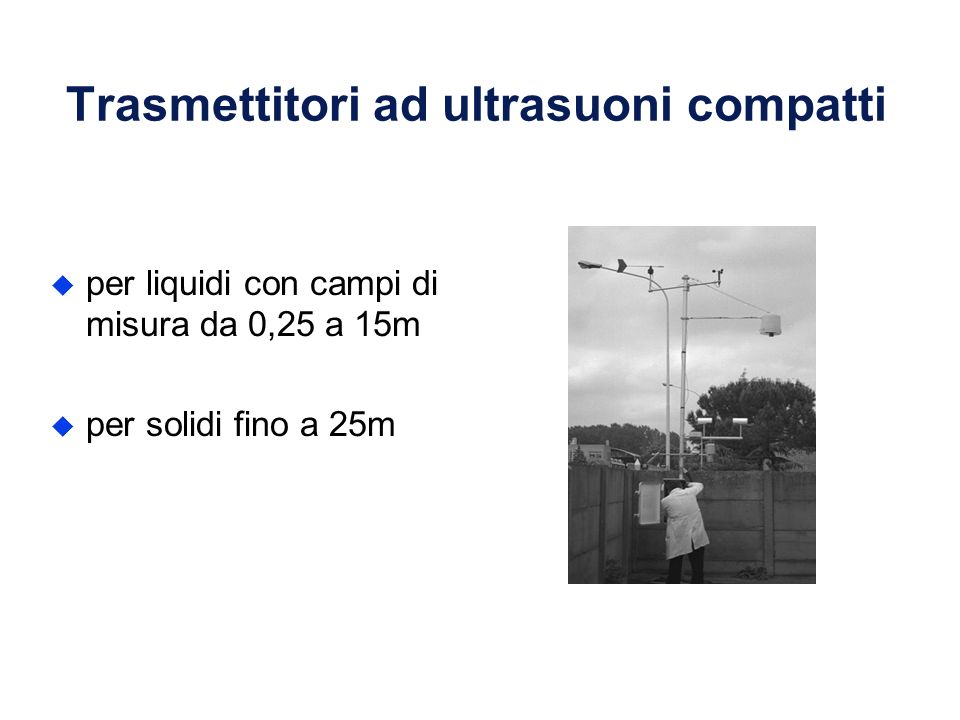 Trasmettitori ad ultrasuoni compatti u per liquidi con campi di misura da 0,25 a 15m u per solidi fino a 25m