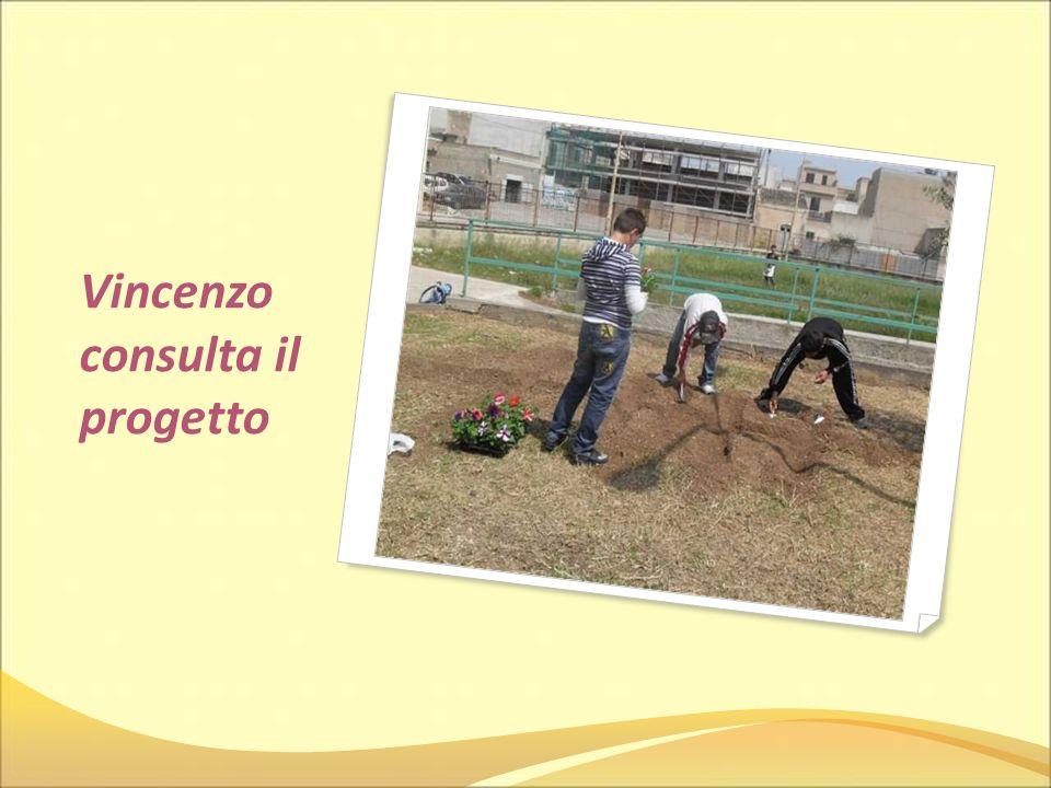 Vincenzo consulta il progetto