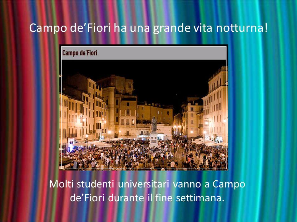 Campo deFiori ha una grande vita notturna! Molti studenti universitari vanno a Campo deFiori durante il fine settimana.