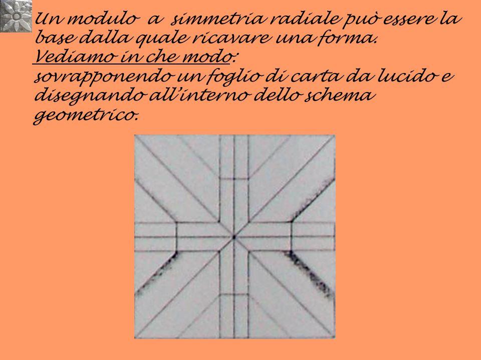 Un modulo a simmetria radiale può essere la base dalla quale ricavare una forma. Vediamo in che modo: sovrapponendo un foglio di carta da lucido e dis