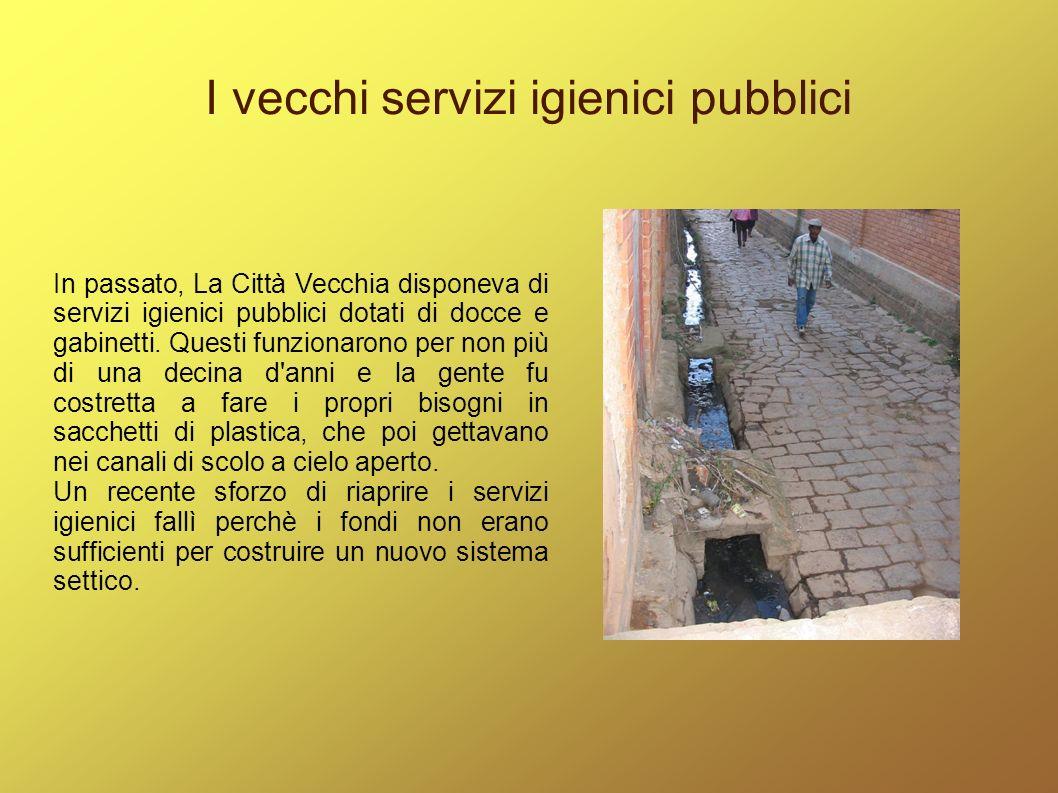 I vecchi servizi igienici pubblici In passato, La Città Vecchia disponeva di servizi igienici pubblici dotati di docce e gabinetti. Questi funzionaron