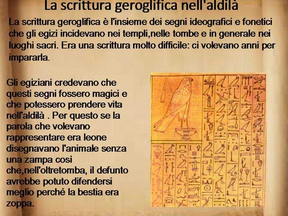 Gli egizi erano politeisti quindi adoravano molti dei. Questi venivano rappresentati con sembianze in parte umane e in parte animali a cui erano attri