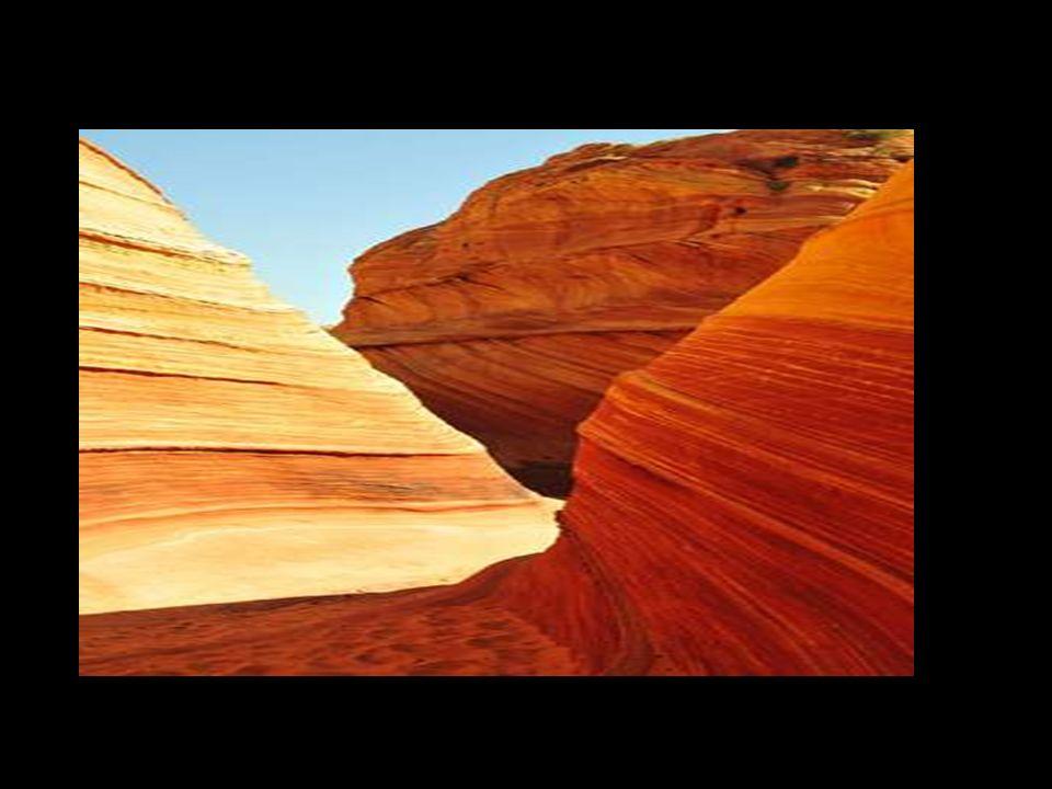 Questo luogo vicino il confine di Arizona-Utah è chiamato l'onda. Sarebbe un buon luogo per giocare nascondino