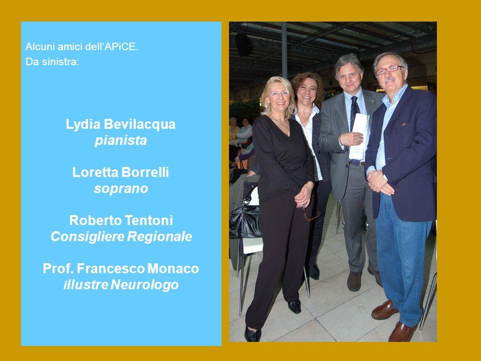 Alcuni amici dellAPiCE. Da sinistra: Lydia Bevilacqua pianista Loretta Borrelli soprano Roberto Tentoni Consigliere Regionale Prof. Francesco Monaco i