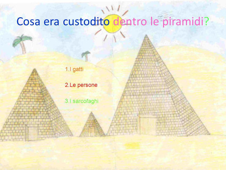 1. Rettangolari 2. Lisce 3. A forma di sarcofaghi. Come venivano costruite le piramidi dopo quelle a gradoni ?