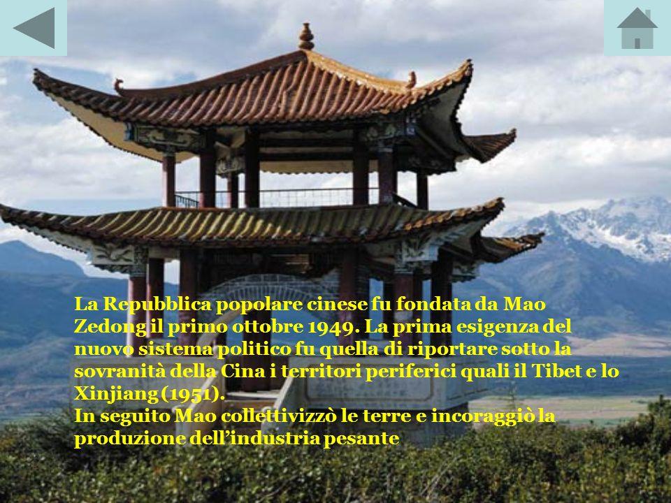 RIVOLUZIONE CINESE: eventi che portarono alla fondazione della Repubblica popolare cinese. Ad essa fece seguito, negli anni 1960, una seconda rivoluzi