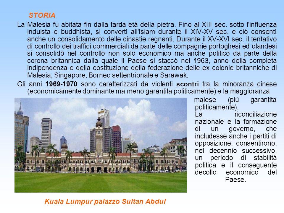 STORIA La Malesia fu abitata fin dalla tarda età della pietra. Fino al XIII sec. sotto l'influenza induista e buddhista, si convertì all'Islam durante