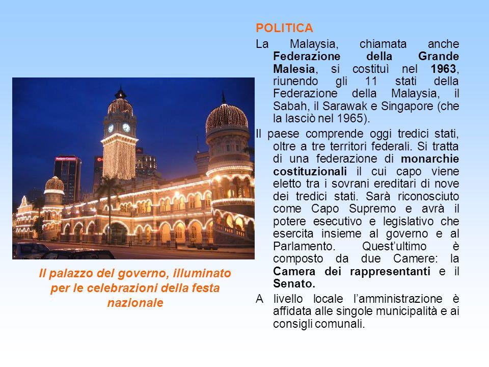 Il palazzo del governo, illuminato per le celebrazioni della festa nazionale POLITICA La Malaysia, chiamata anche Federazione della Grande Malesia, si