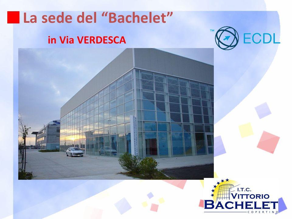 La sede del Bachelet Ampi giardini Parcheggi interni