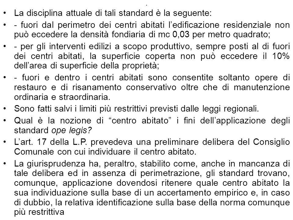 . La disciplina attuale di tali standard è la seguente: - fuori dal perimetro dei centri abitati ledificazione residenziale non può eccedere la densit