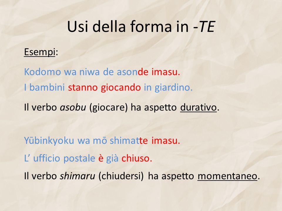 Usi della forma in -TE Esempi: Il verbo asobu (giocare) ha aspetto durativo. Kodomo wa niwa de asonde imasu. I bambini stanno giocando in giardino. Yū
