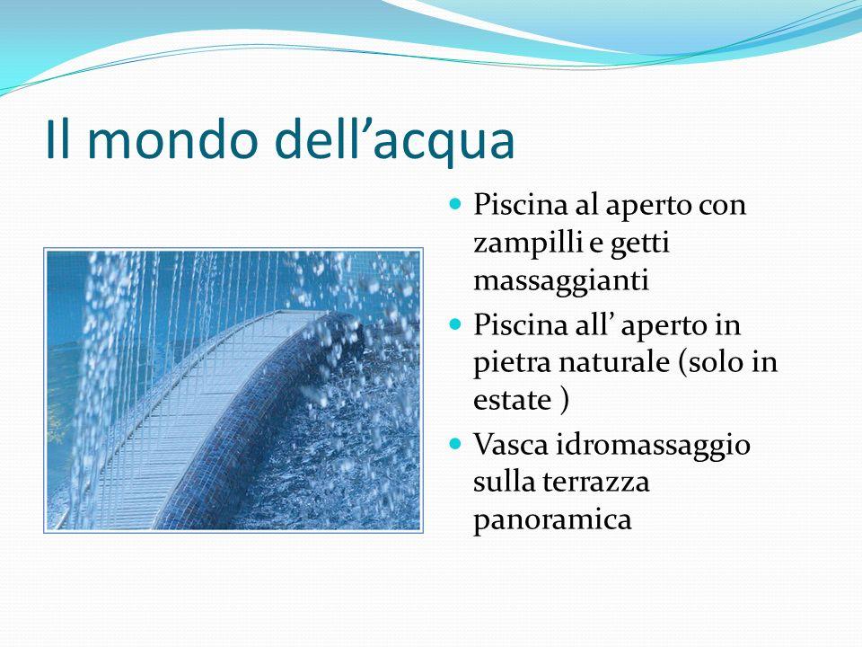 Il mondo dellacqua Piscina al aperto con zampilli e getti massaggianti Piscina all aperto in pietra naturale (sol0 in estate ) Vasca idromassaggio sul
