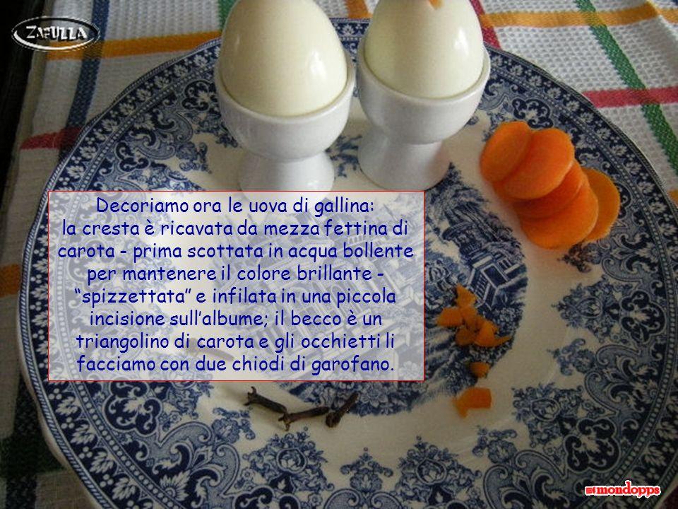Per la cottura calcoliamo 8 minuti dal bollo per le uova di gallina, e 5-6 minuti per le uova di quaglia. Poi le metteremo sotto lacqua corrente per r