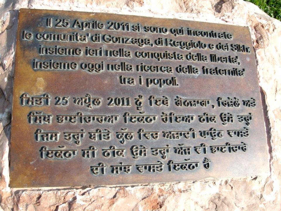 Quando dalle parole si passa alla pratica: Nel reggiano e nel mantovano da anni ci sono delle comunità indiane di Sikh che lavorano nei campi e nelle stalle.