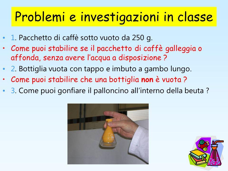 Problemi e investigazioni in classe 1. Pacchetto di caffè sotto vuoto da 250 g. Come puoi stabilire se il pacchetto di caffè galleggia o affonda, senz