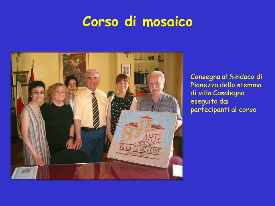 Corso di mosaico Consegna al Sindaco di Pianezza dello stemma di villa Casalegno eseguito dai partecipanti al corso