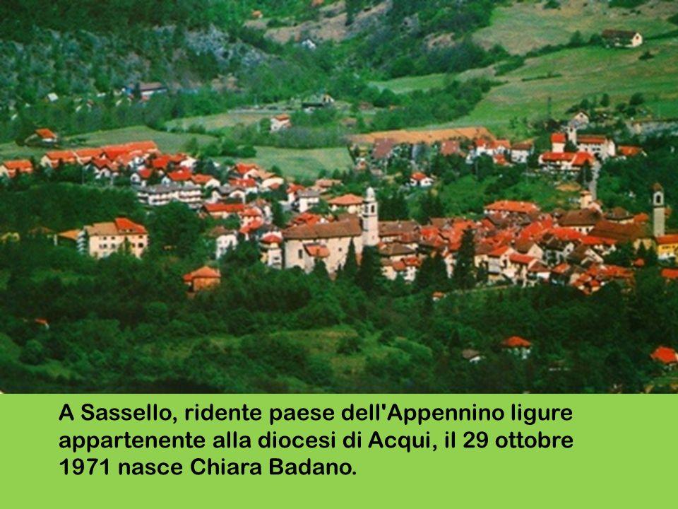 A Sassello, ridente paese dell'Appennino ligure appartenente alla diocesi di Acqui, il 29 ottobre 1971 nasce Chiara Badano.