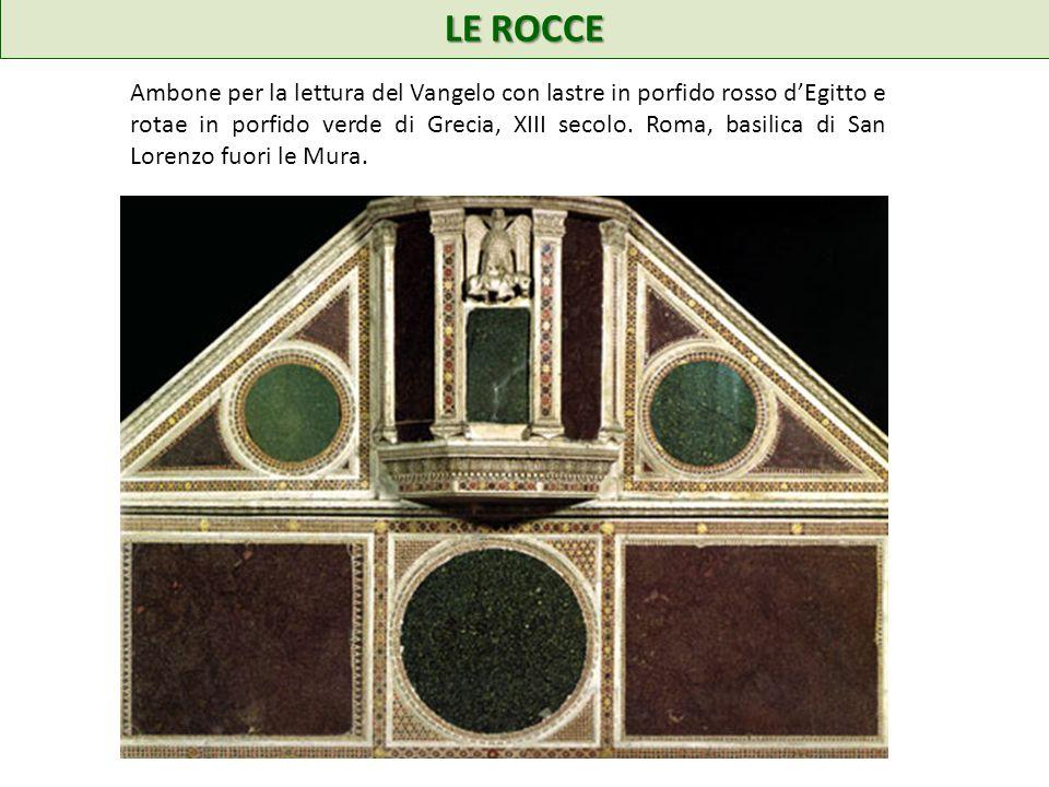 LE ROCCE Ambone per la lettura del Vangelo con lastre in porfido rosso dEgitto e rotae in porfido verde di Grecia, XIII secolo.