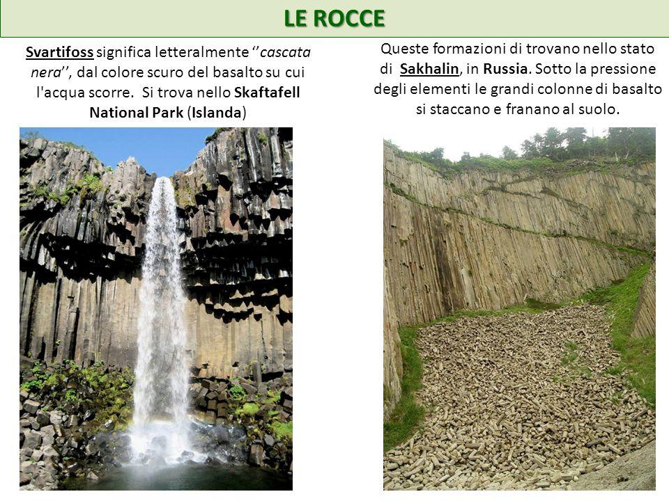LE ROCCE Svartifoss significa letteralmente cascata nera, dal colore scuro del basalto su cui l acqua scorre.