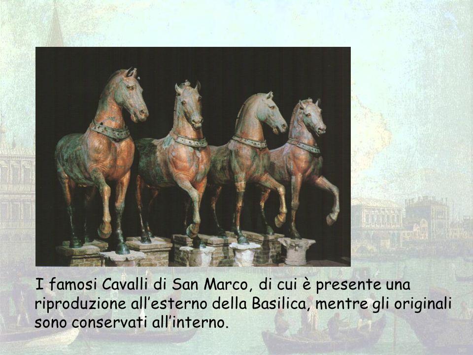 I famosi Cavalli di San Marco, di cui è presente una riproduzione allesterno della Basilica, mentre gli originali sono conservati allinterno.