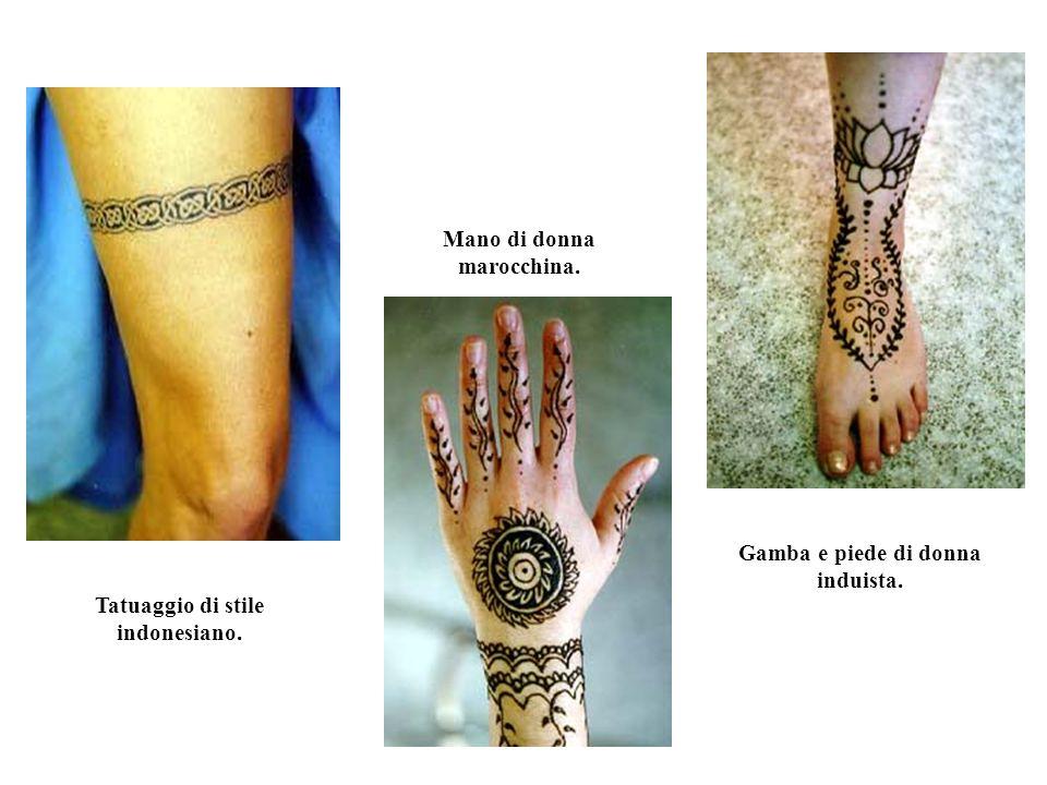 Mehndi Tattoo Tipico esempio di tatuaggio temporaneo allhennè di stile prettamente indiano.
