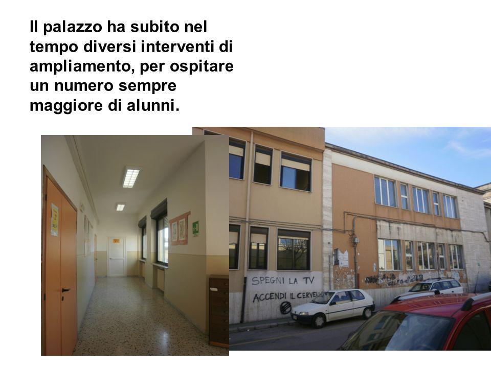 Negli anni 60 la signora Antonietta Sole della famiglia Bianco avanzò la richiesta di intitolare la scuola (già sede della Scuola Media Statale) a Giacinto Bianco.
