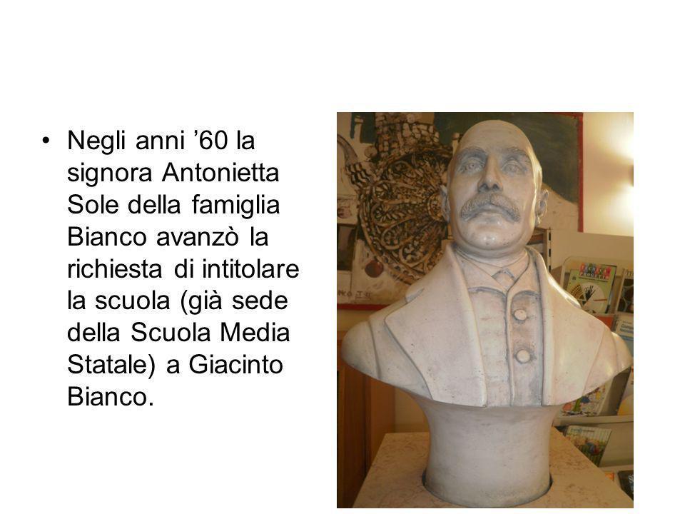 Negli anni 60 la signora Antonietta Sole della famiglia Bianco avanzò la richiesta di intitolare la scuola (già sede della Scuola Media Statale) a Gia