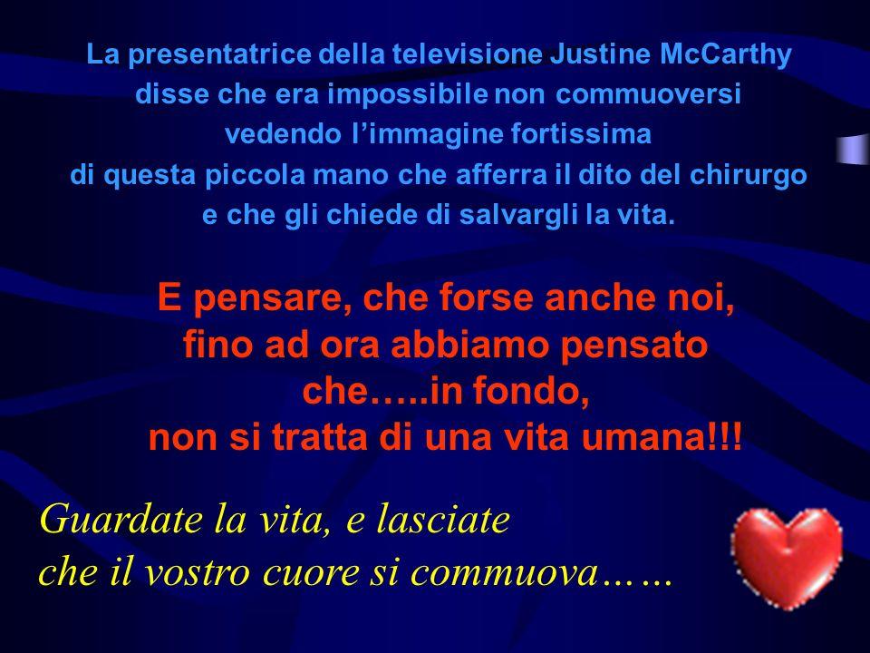 La presentatrice della televisione Justine McCarthy disse che era impossibile non commuoversi vedendo limmagine fortissima di questa piccola mano che