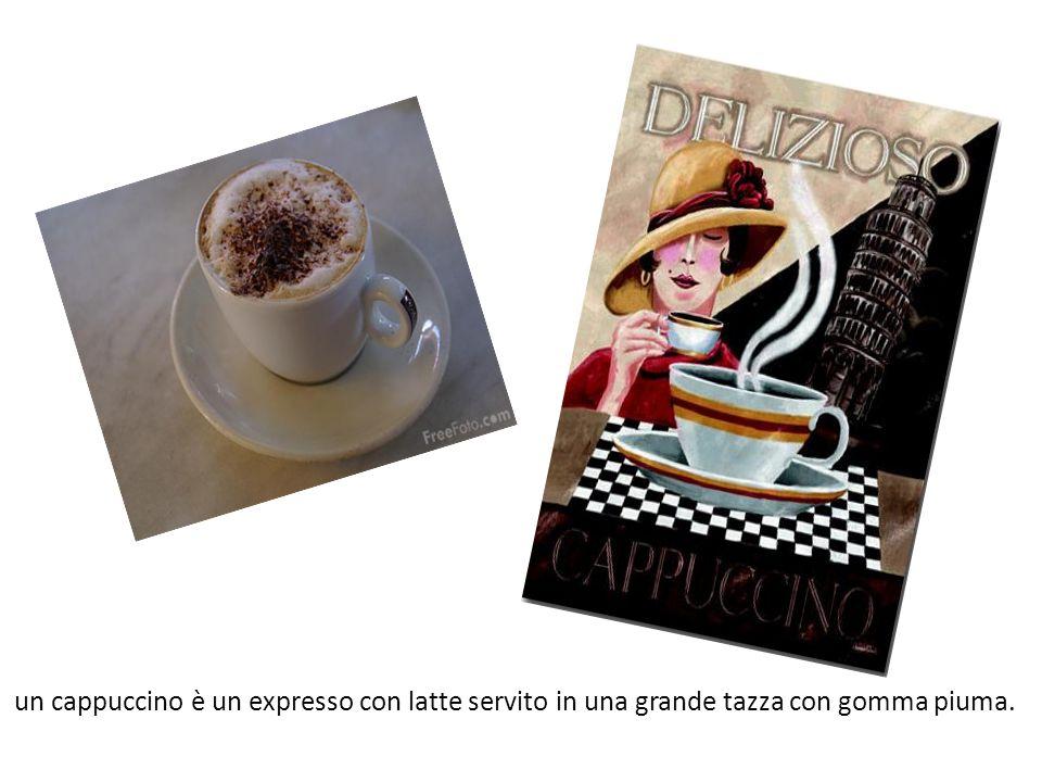 un cappuccino è un expresso con latte servito in una grande tazza con gomma piuma.