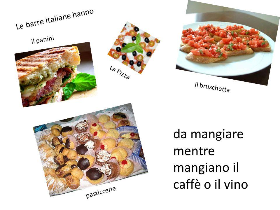 Le barre italiane hanno La Pizza il panini il bruschetta pasticcerie da mangiare mentre mangiano il caffè o il vino